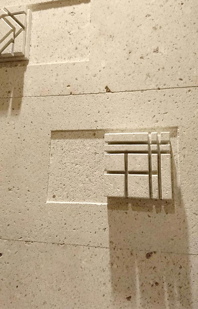 w_top_relief_003