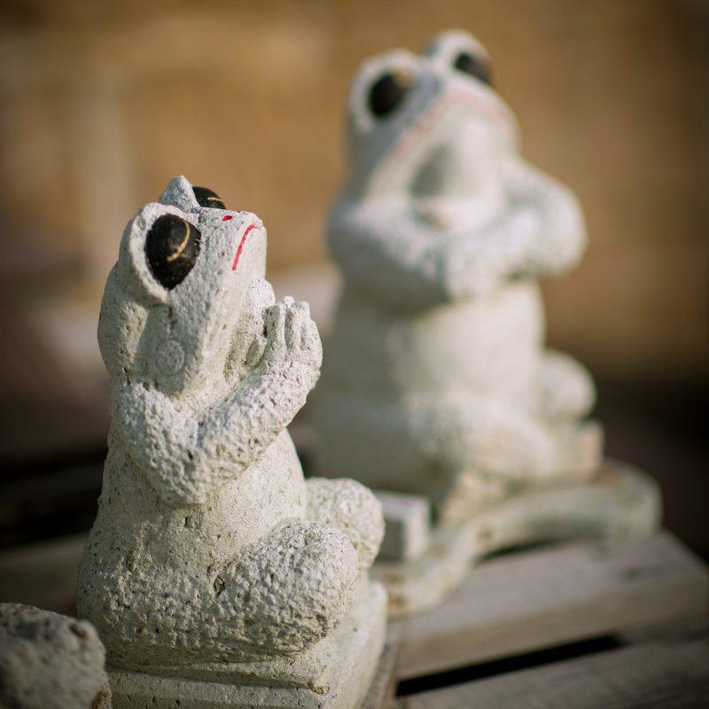大谷石の蛙 ~祈り~